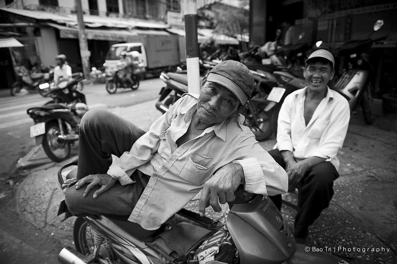 Bác xe ôm ở Chợ lớn Sài gòn (Explored #38) A Motorcycle Taxi rider in Chinatown Sai gon Viet Nam