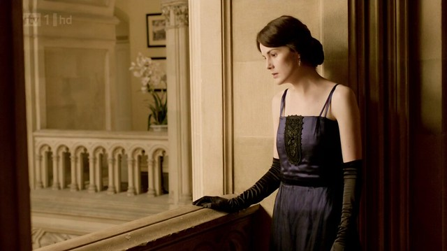 DowntonAbbeyS02E08_MaryNavySkinnyStraps1