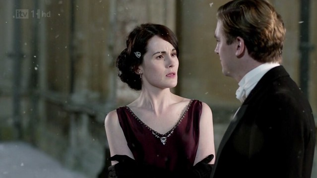 DowntonAbbeyS02E09_Mary_beadedvneckburgundy1