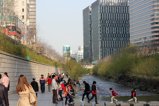 Walking along the Cheonggyecheon Stream