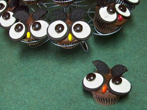 5.2 With Glittering Eyes - Owl Cupcakes