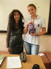 con Valentina regalandole el poemario traducido