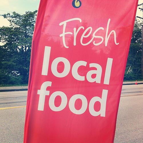 Fresh local food at the farmers' market