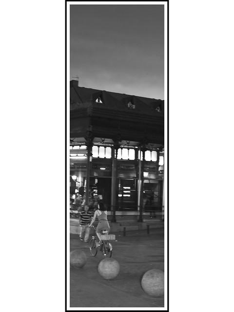 Madrid Vertical # 51 -  Mercado de San Miguel, anochecer.