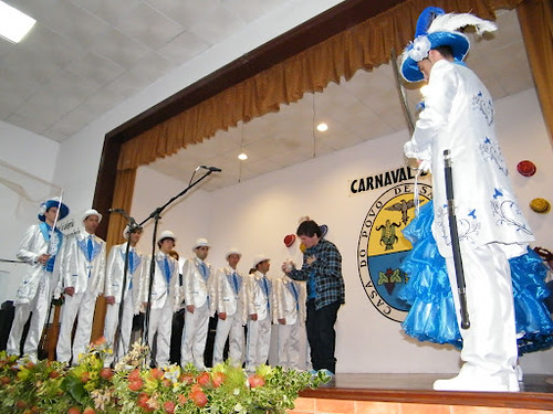 Dança+de+Espada+das+Fontinhas+2011+carnaval+ilha+terceira+(5)[1]