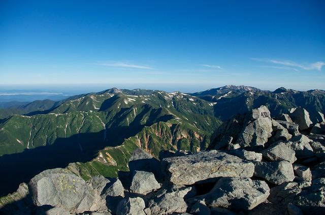 槍ヶ岳山頂から西鎌尾根方面眺望