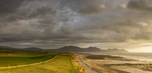 Where mountains meet the sea - The Rivals from Dinas Dinlle