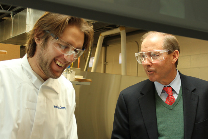 Accelerate student Evan Fishbein chats with Senator Tom Udall (D-NM) at the New Mexico Consortium.