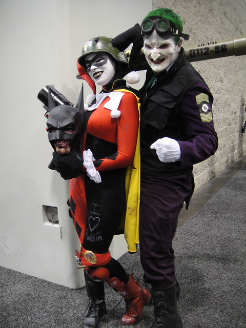 WonderCon 2012 - Harley Quinn and the Joker break out the ...