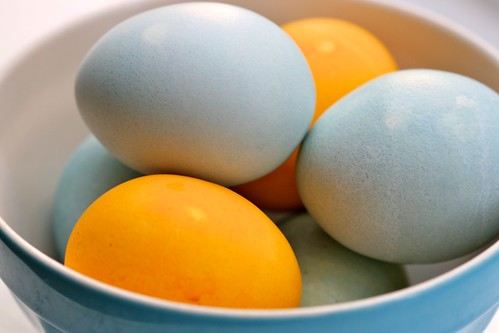 Eco-dyed eggs