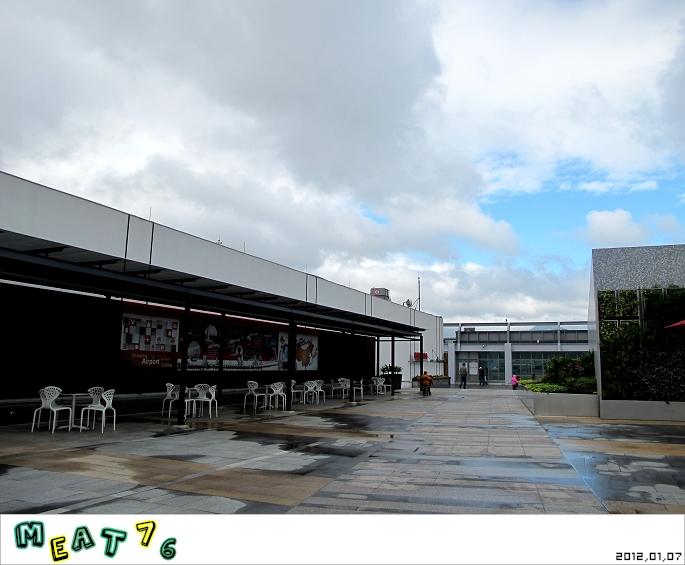 【遊樂台北】松山機場|眼前的起降輸給天倫同樂的感動與情侶的氛圍感染13.jpg