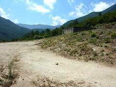 Réservoir juste avant le hameau de l'Agnu à la jonction sentier/piste