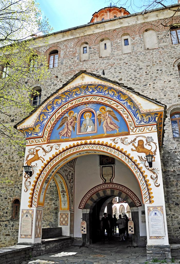Entrada trasera del Monasterio de Rila. Bulgaria.