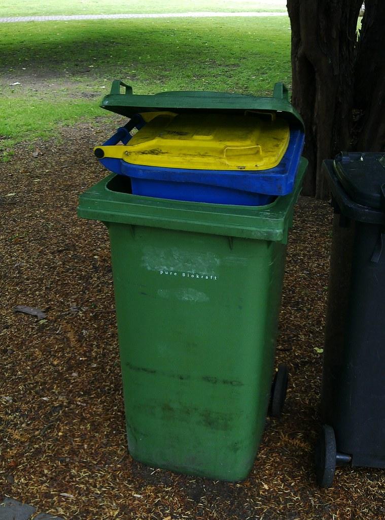 Mülltonnen-Matrjoschka - Garbage Can Matryoshka