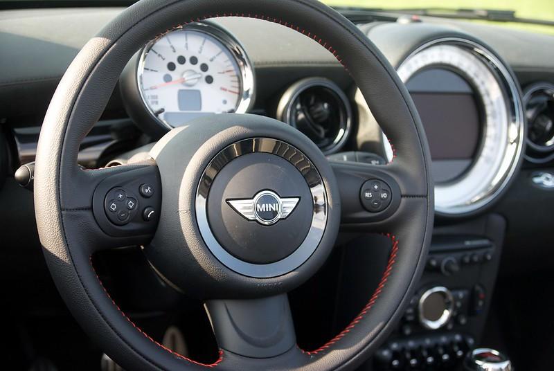 mini cooper s roadster lightning blue ez 05 2012. Black Bedroom Furniture Sets. Home Design Ideas