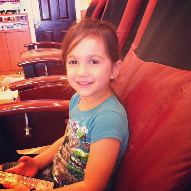 She likes the #massage chair!! #pamper #girltime