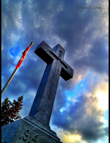 Cenotaph, Paris, Ontario by rchoephoto