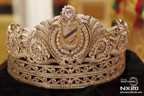 royal palace tiara sultanah haminah