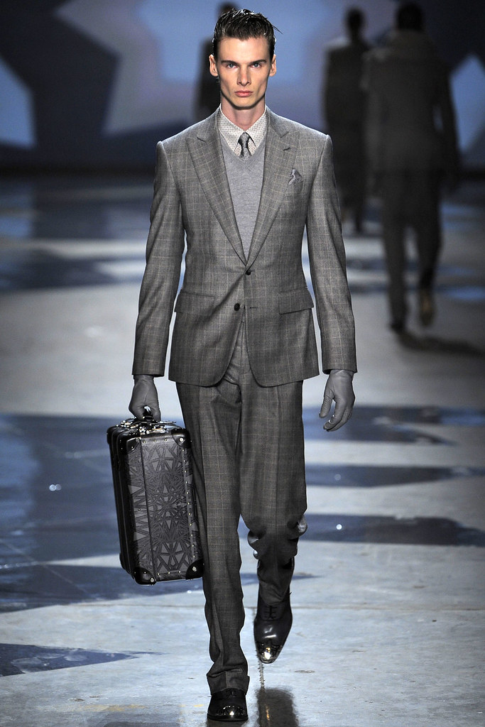 Angus Low3012_FW12 Milan Hardy Amies(VOGUE)