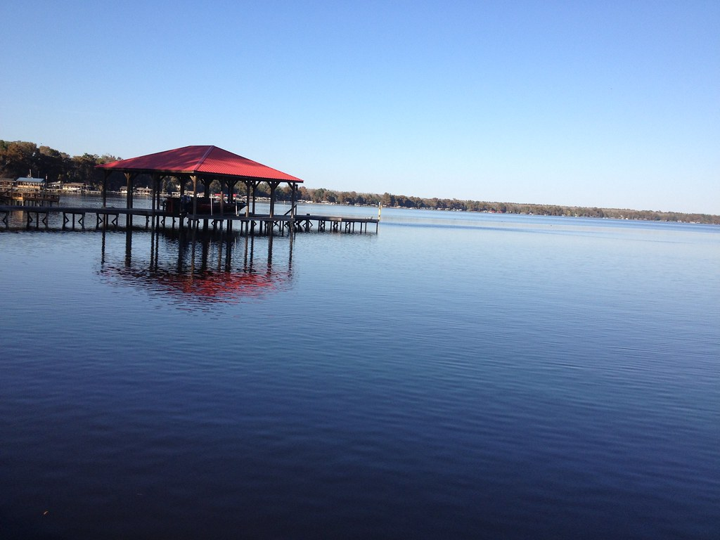 lake waccamaw Lake waccamaw is an inviting destination that has something for everyone where to stay in lake waccamaw whether you're planning to stay for a night or for the week, the area around lake waccamaw has accommodations to fit every need.