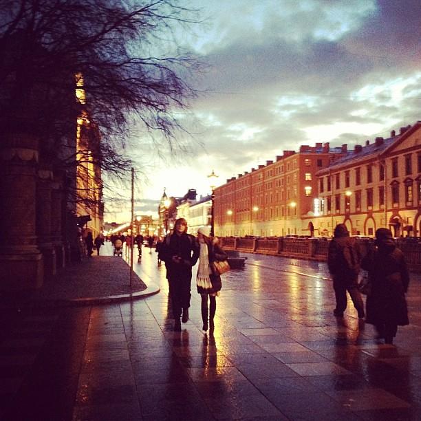 Saint-Petersburg. #petersburg #spb #city #evening #architecture #città #autumn #autunno #sky #cielo #people #today #walk #sunset