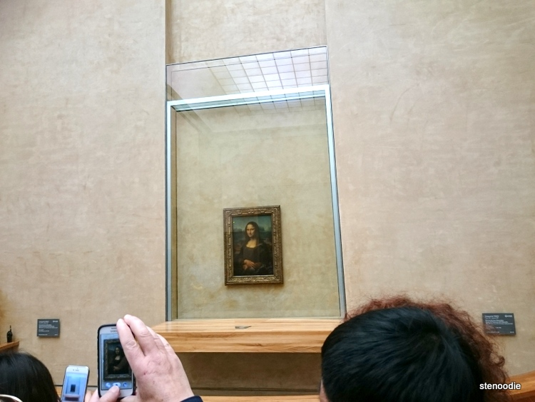 Mona Lisa painting behind glass