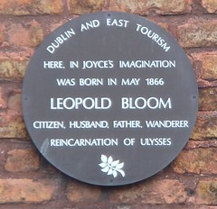 Photo of Leopold Bloom and James Joyce brown plaque