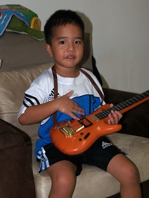 20120328_JulianGuitar