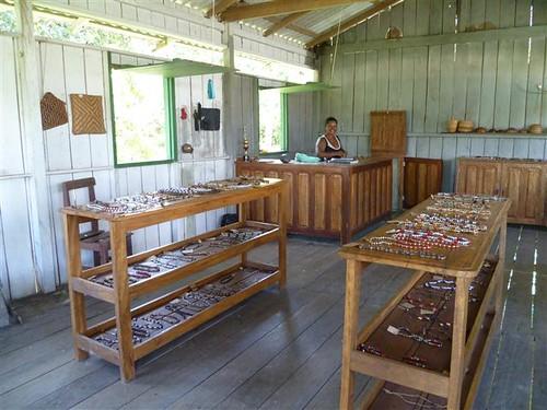 Boca do Mamirauá部落紀念品商店。