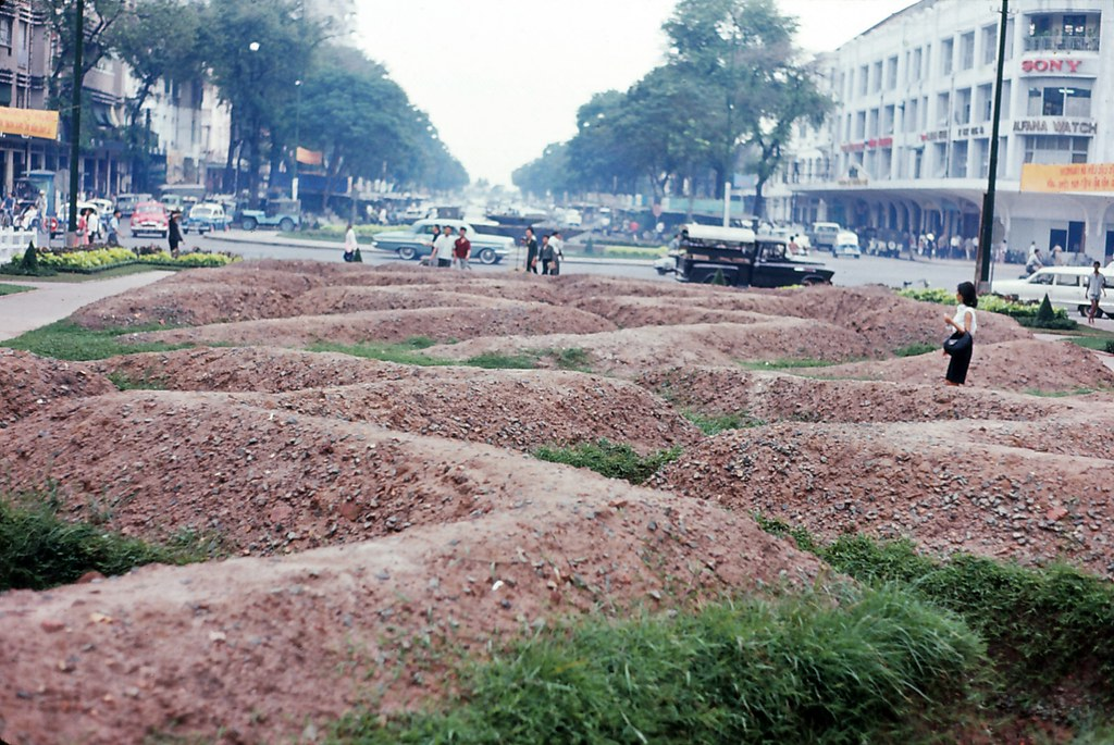 Saigon 1964 - Trenches in front of City Hall - Photo by Iparkes