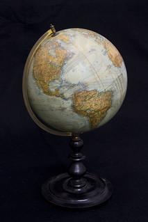 Globe, circa 1904 / Globe terrestre, vers 1904