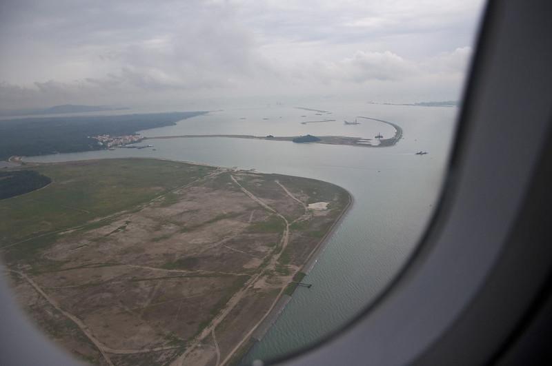 Вид на окрестности Сингапура из иллюминатора