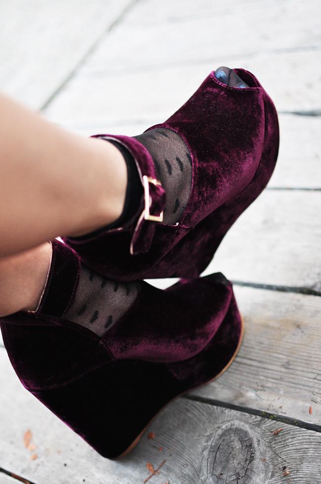 TBA, 5ONTHEDOT, wedges, velvet, fashion, shoes, solestruck