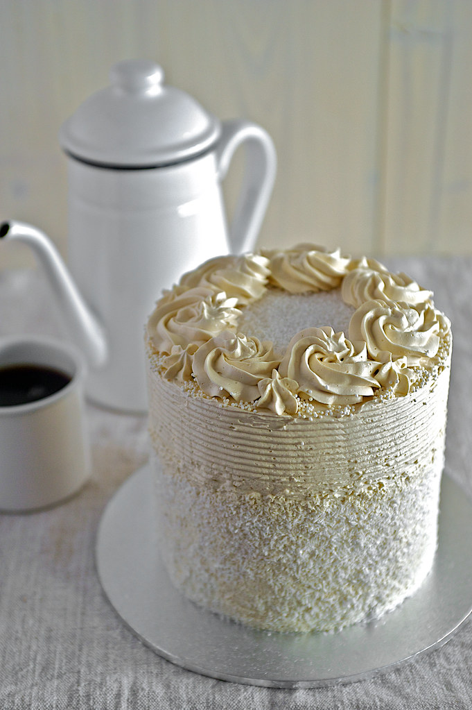 Cake Decorating With Swiss Buttercream : Pandan Ombre Cake with Gula Melaka Swiss Meringue ...