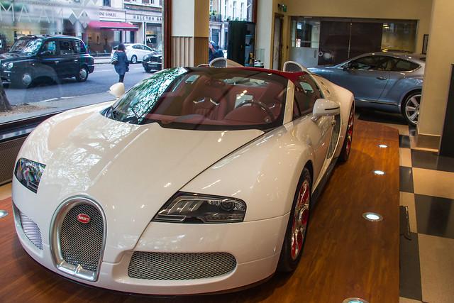 bugatti veyron blanc rouge wei long flickr photo sharing. Black Bedroom Furniture Sets. Home Design Ideas