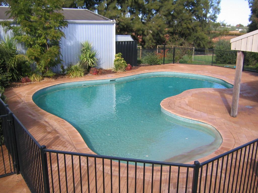 Cookes Pools & Spas - Freeform Walk In Swimming Pool | Flickr