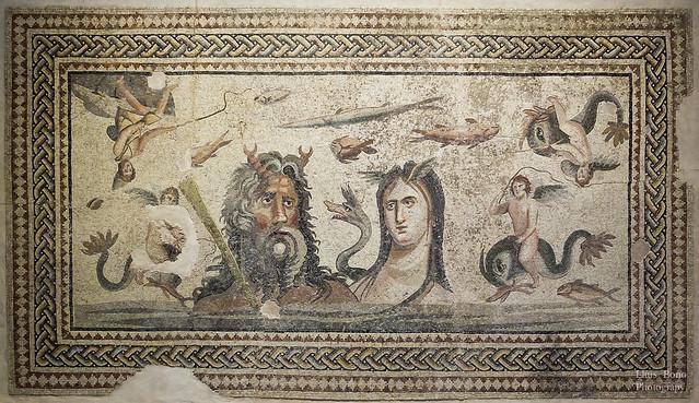 Mosaic amb escena de poseidó