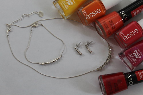 How to make an ombré rhinestone necklace