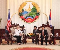 Secretary Clinton Meets With Laotian Prime Minister Thammavong