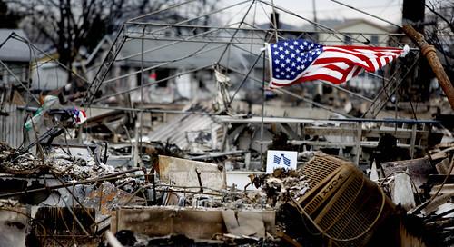 [フリー画像素材] 社会・環境, 災害, 台風・ハリケーン, ハリケーン・サンディ (2012), 風景 - アメリカ合衆国, 国旗, 国旗 - アメリカ合衆国 ID:201301131600
