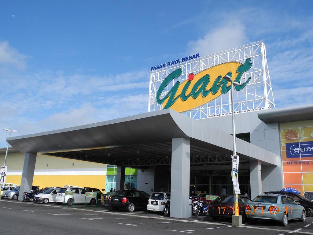 history of giant hypermarket malaysia