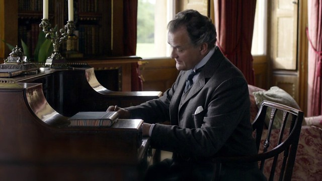 DowntonAbbeyS01E06_Robertdesk
