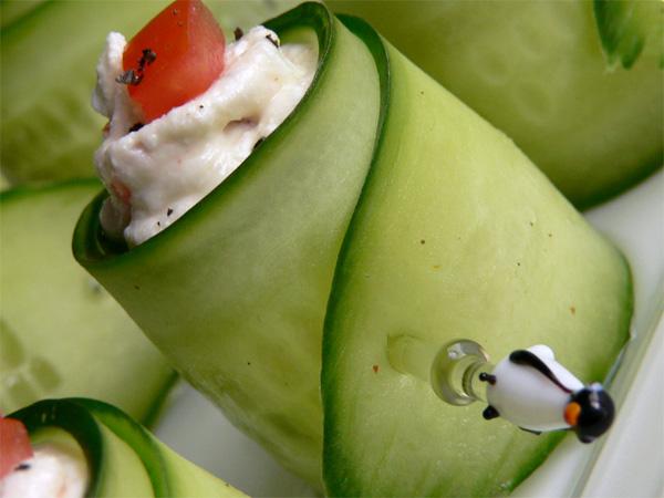 Gurkenröllchen mit Fetacreme