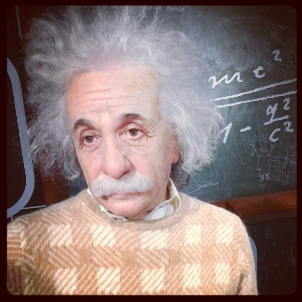 Albert Einstein e= mc 2