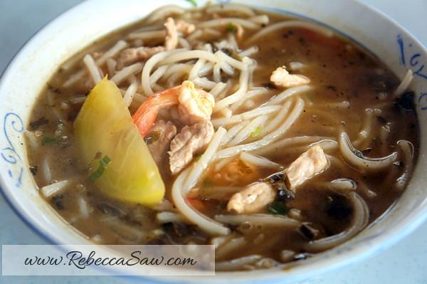Kuching food hunt – foochow fried noodles, sarawak laksa, belacan