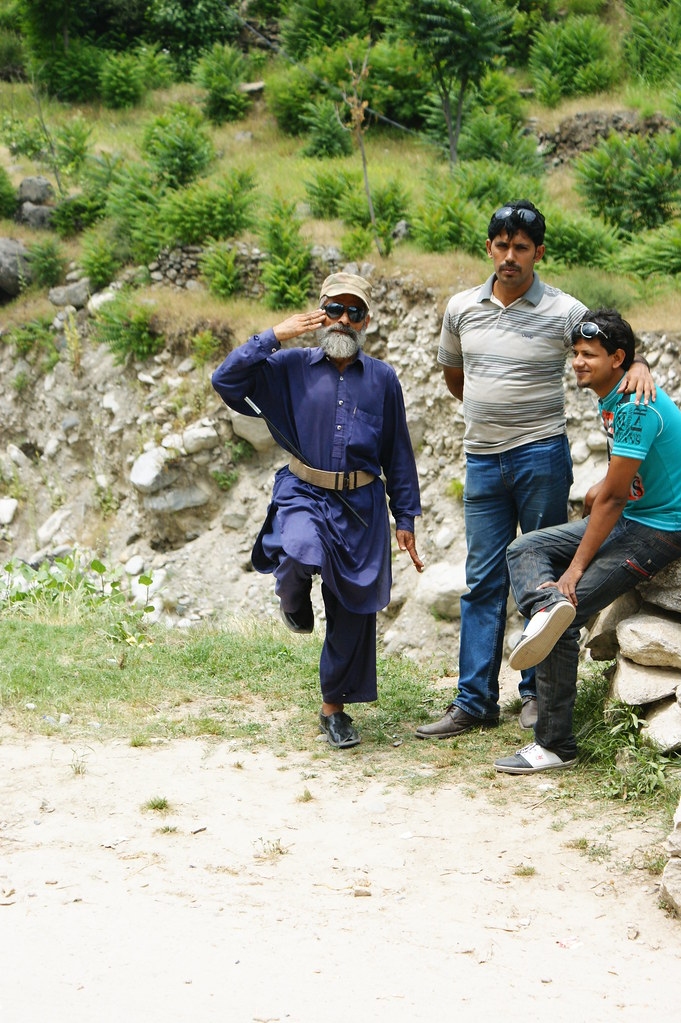 """MJC Summer 2012 Excursion to Neelum Valley with the great """"LIBRA"""" and Co - 7583921996 f31dca02a5 b"""