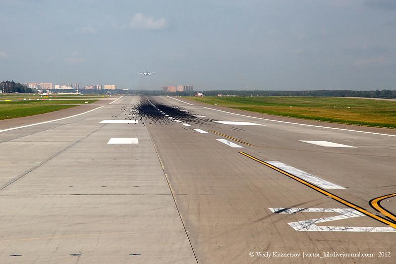 Sheremetyevo airport runway 25L
