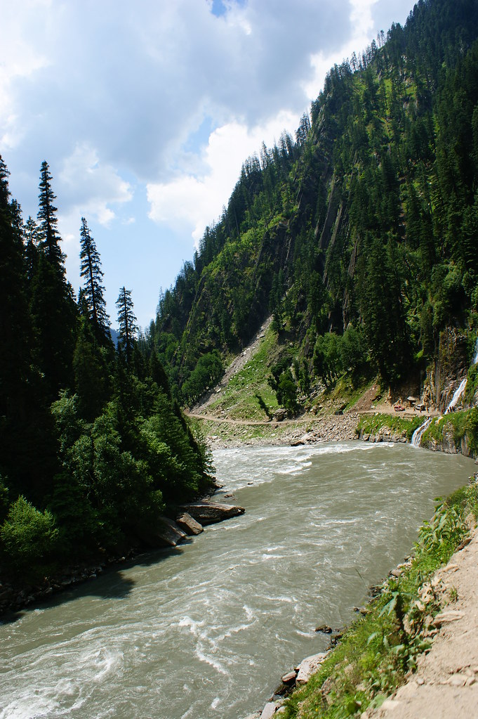 """MJC Summer 2012 Excursion to Neelum Valley with the great """"LIBRA"""" and Co - 7632900026 8e70759717 b"""