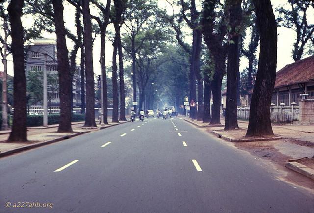 Saigon 1969 - Đường Pasteur, bên phải là ĐH Kiến Trúc, bên trái là công viên Vạn Xuân