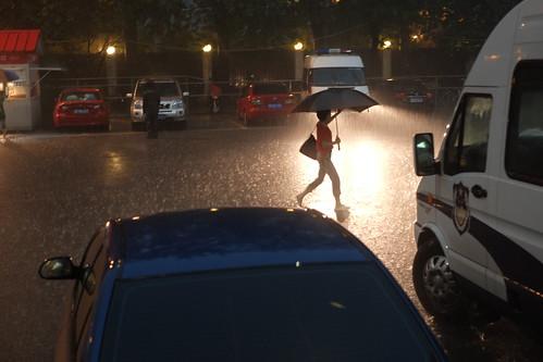 北京 国安 大雨 球迷